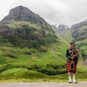 Scottish_Bagpiper_at_Glen_Coe,_Scotland_-_Diliff