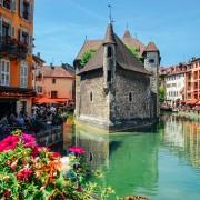 Annecy-La-vieille-ville-et-le-Thiou-s